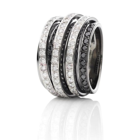 "Ring ""La Donna"" 750WG, 56 Diamanten Brillant-Schliff 1.12ct TW/si, 24 Diamanten Brillant-Schliff 0.48ct schwarz beh."