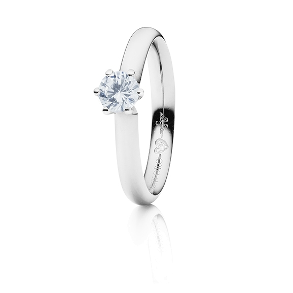 "Ring ""Diamante in Amore"" 750WG 6-er Krappe, 1 Diamant Brillant-Schliff 0.50ct TW/vs1 GIA Zertifikat, 1 Diamant Brillant-Schliff 0.005ct TW/vs1"