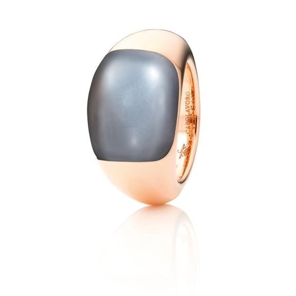"Ring ""Serenade"" 750RG, Mondstein grau dunkel Cabochon 16.0 x 13.0 mm ca. 13.5ct"