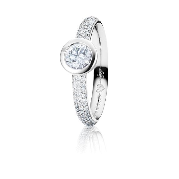 "Ring ""Diamante in Amore"" 750WG Zargenfassung mit Pavé, 1 Diamant Brillant-Schliff 0.50ct TW/vs1 GIA Zertifikat, 74 Diamanten Brillant-Schliff 0.42ct TW/vs1, 1 Diamant Brillant-Schliff 0.005ct TW/vs1"