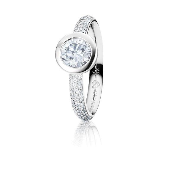 "Ring ""Diamante in Amore"" 750WG Zargenfassung mit Pavé, 1 Diamant Brillant-Schliff 0.70ct TW/vs1 GIA Zertifikat, 68 Diamanten Brillant-Schliff 0.47ct TW/vs1, 1 Diamant Brillant-Schliff 0.005ct TW/vs1"