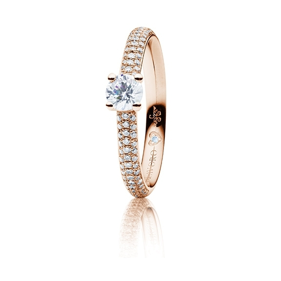 "Ring ""Diamante in Amore"" 750RG 4-er Krappe-Pavé, 1 Diamant Brillant-Schliff 0.33ct TW/vs1, GIA-Zertifikat, 86 Diamanten Brillant-Schliff 0.30ct TW/vs1, 1 Diamant Brillant-Schliff 0.005ct TW/vs1"