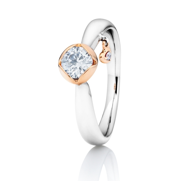 "Ring ""Sweet Heart"" 750WG 4-er Krappe 750RG mit seitl. RG-Herz, 1 Diamant Brillant-Schliff 0.33ct TW/vs1, GIA Zertifikat, 2 Diamanten Brillant-Schliff 0.015ct TW/vs1"