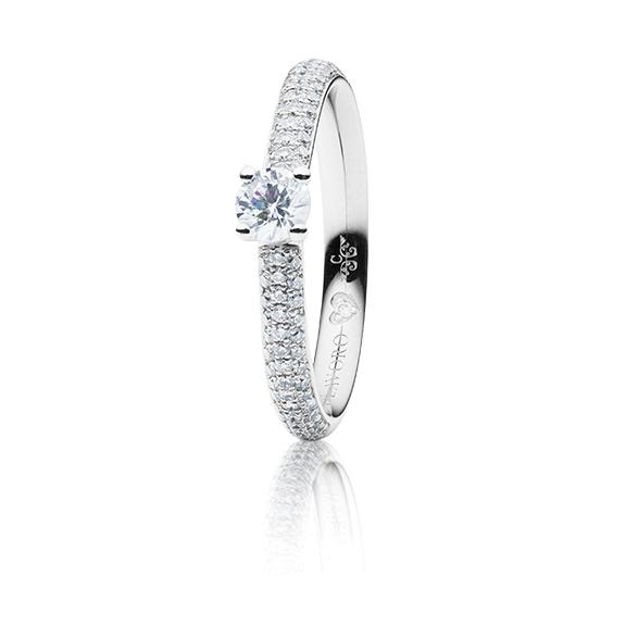 "Ring ""Diamante in Amore"" 750WG 4-er Krappe-Pavé, 1 Diamant Brillant-Schliff 0.30ct TW/vs1, GIA Zertifikat, 98 Diamanten Brillant-Schliff 0.25ct TW/vs1, 1 Diamant Brillant-Schliff 0.005ct TW/vs1"