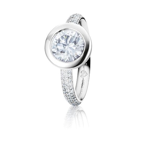 "Ring ""Diamante in Amore"" 750WG Zargenfassung mit Pavé, 1 Diamant Brillant-Schliff 1.00ct TW/vs1 GIA Zertifikat, 62 Diamanten Brillant-Schliff 0.40ct TW/vs1, 1 Diamant Brillant-Schliff 0.005ct TW/vs1"