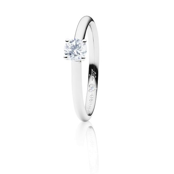 "Ring ""Diamante in Amore"" 750WG 4-er Krappe, 1 Diamant Brillant-Schliff 0.40ct TW/vs1 GIA Zertifikat, 1 Diamant Brillant-Schliff 0.005ct TW/vs1"
