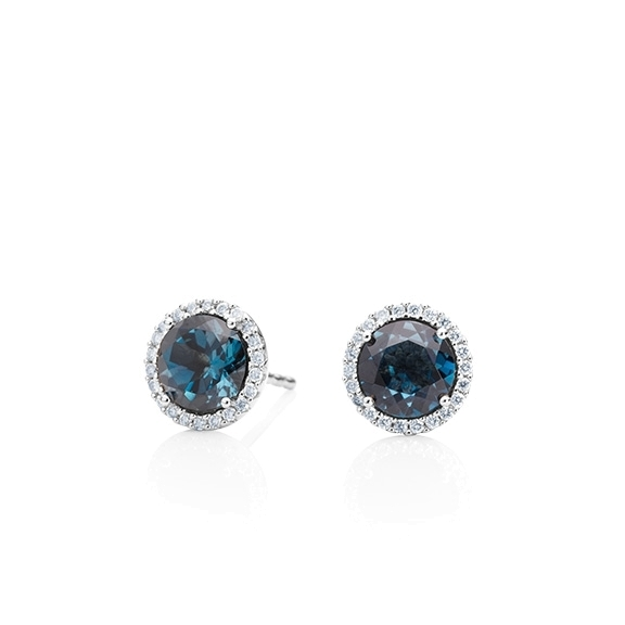 "Ohrstecker ""Espressivo"" 750WG, Topas London blue facettiert Ø 6.0 mm ca. 2.00ct, 44 Diamanten Brillant-Schliff 0.12ct TW/si"