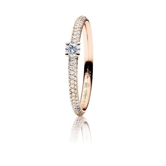 """Ring """"Diamante in Amore"""" 750RG 4-er Krappe-Pavé, 1 Diamant Brillant-Schliff 0.15ct TW/vs1, 104 Diamanten Brillant-Schliff 0.20ct TW/vs1, 1 Diamant Brillant-Schliff 0.005ct TW/vs1"""