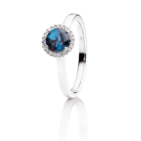 "Ring ""Espressivo"" 750WG, Topas London blue facettiert Ø 6.0 mm, 22 Diamanten Brillant-Schliff 0.06ct TW/si"