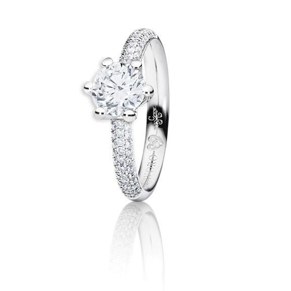 "Ring ""Diamante in Amore"" 750WG 6-er Krappe-Pavé, 1 Diamant Brillant-Schliff 1.50ct TW/vs1 GIA Zertifikat, 62 Diamanten Brillant-Schliff 0.60ct TW/vs1, 1 Diamant Brillant-Schliff 0.005ct TW/vs1"