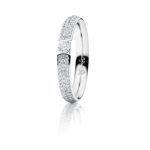 "Ring ""Diamante in Amore"" 750WG Spannoptik-Pavé, 1 Diamant Brillant-Schliff 0.25ct TW/vs1, 80 Diamanten Brillant-Schliff 0.45ct TW/vs1, 1 Diamant Brillant-Schliff 0.005ct TW/vs1"