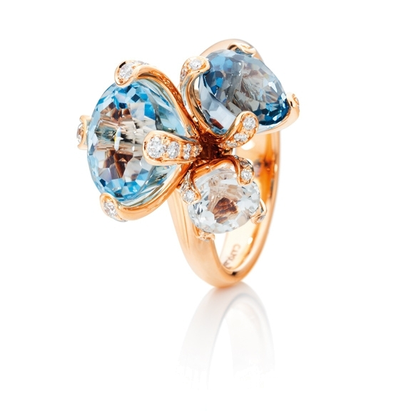 "Ring ""Capriccio"" 750RG, Topas sky blue ca. 5.20ct, Topas London blue ca. 2.80ct, Bergkristall ca. 1.10ct, 52 Diamanten Brillant-Schliff 0.31ct TW/vs"