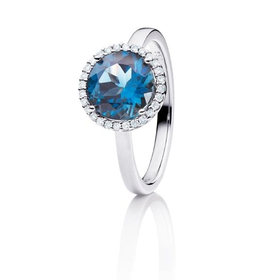 "Ring ""Espressivo"" 750WG, Topas London blue facettiert Ø 9.0 mm, 28 Diamanten Brillant-Schliff 0.10ct TW/si"