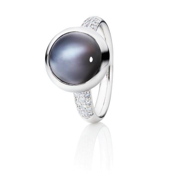"""Ring """"Velluto"""" 750WG, Mondstein grau dunkel Cabochon Ø 11.0 mm ca. 4.5ct, 30 Diamanten Brillant-Schliff 0.26ct TW/vs"""