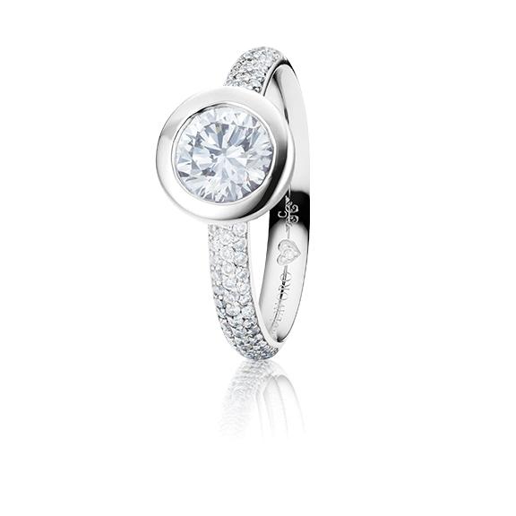 "Ring ""Diamante in Amore"" 750WG Zargenfassung mit Pavé, 1 Diamant Brillant-Schliff 0.75ct TW/vs1 GIA Zertifikat, 62 Diamanten Brillant-Schliff 0.56ct TW/vs1, 1 Diamant Brillant-Schliff 0.005ct TW/vs1"