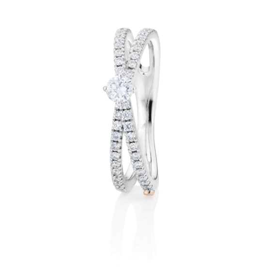 "Ring ""Romantic"" 750WG, 1 Diamant Brillant-Schliff 0.15ct TW/vs1, 42 Diamanten Brillant-Schliff 0.33ct TW/vs1"