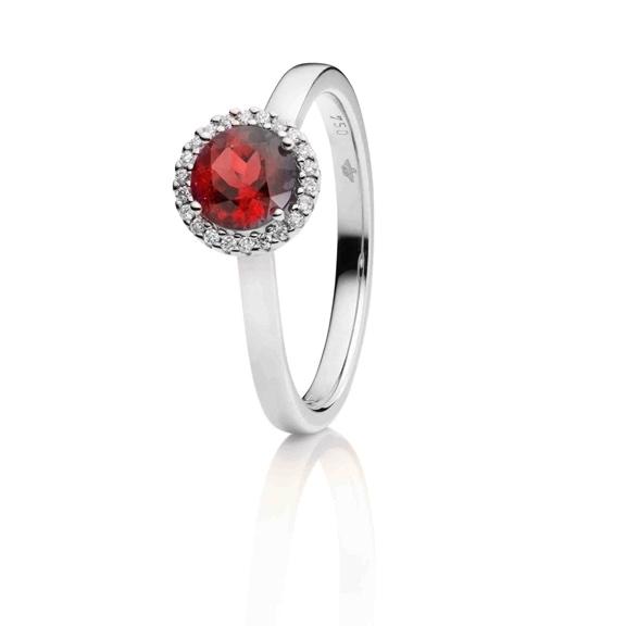 "Ring ""Espressivo"" 750WG, Rubin facettiert Ø 6.0 mm, 22 Diamanten Brillant-Schliff 0.06ct TW/si"