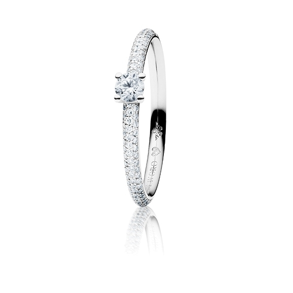"Ring ""Diamante in Amore"" 750WG 4-er Krappe-Pavé, 1 Diamant Brillant-Schliff 0.20ct TW/vs1, 104 Diamanten Brillant-Schliff 0.20ct TW/vs1, 1 Diamant Brillant-Schliff 0.005ct TW/vs1"