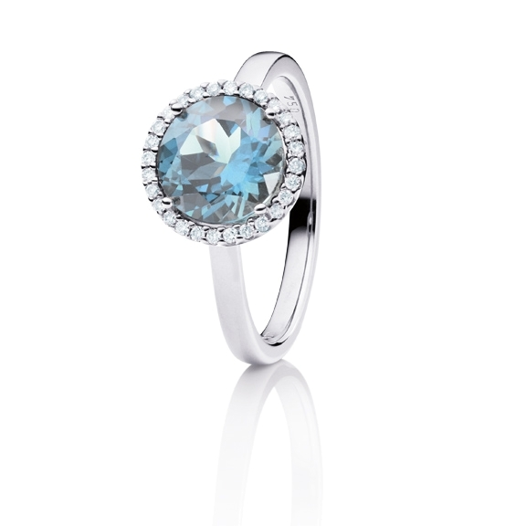 "Ring ""Espressivo"" 750WG, Topas sky blue facettiert Ø 9.0 mm, 28 Diamanten Brillant-Schliff 0.14ct TW/si"