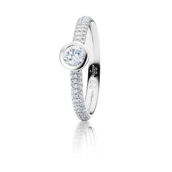 "Ring ""Diamante in Amore"" 750WG Zargenfassung mit Pavé, 1 Diamant Brillant-Schliff 0.30ct TW/vs1 GIA-Zertifikat, 86 Diamanten Brillant-Schliff 0.27ct TW/vs1, 1 Diamant Brillant-Schliff 0.005ct TW/vs"