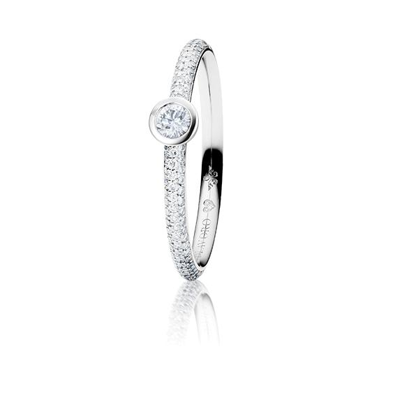 "Ring ""Diamante in Amore"" 750WG Zargenfassung mit Pavé, 1 Diamant Brillant-Schliff 0.10ct TW/vs1, 98 Diamanten Brillant-Schliff 0.19ct TW/vs1, 1 Diamant Brillant-Schliff 0.005ct TW/vs"